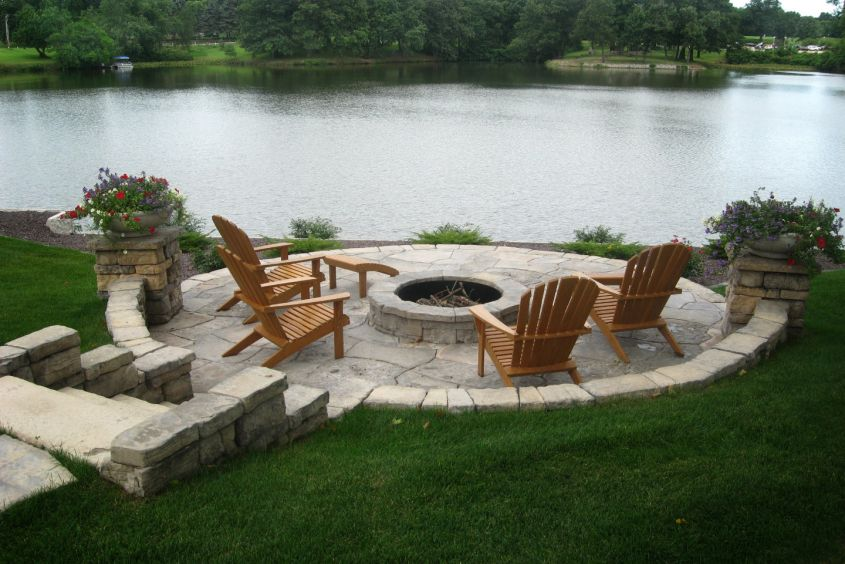 Belvedere Wall & Firepit with Grand Flagstone Windsor Range
