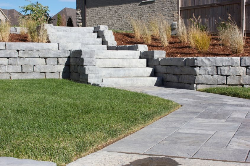Rockton Wall with 6 ft. Dimensional Steps Manitou Range